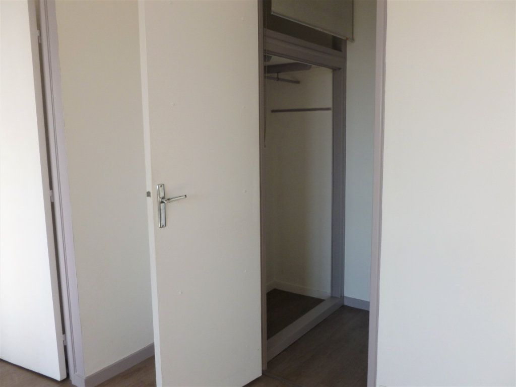 Appartement à louer 2 54.8m2 à Reims vignette-9