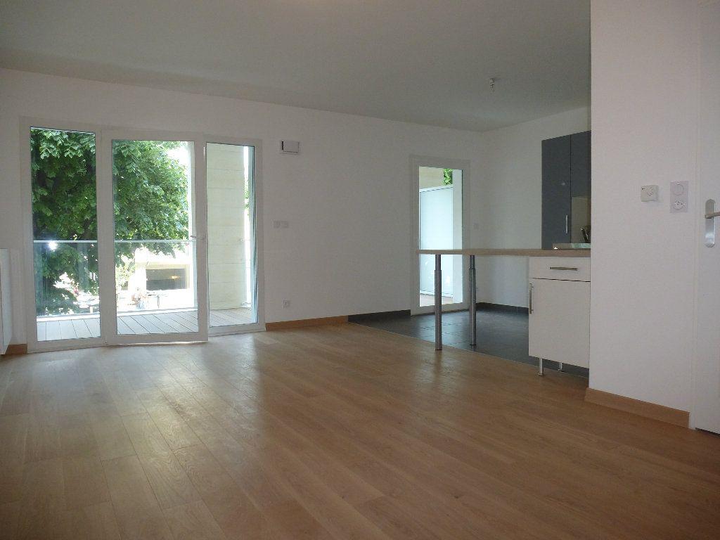 Appartement à louer 2 50.3m2 à Reims vignette-1