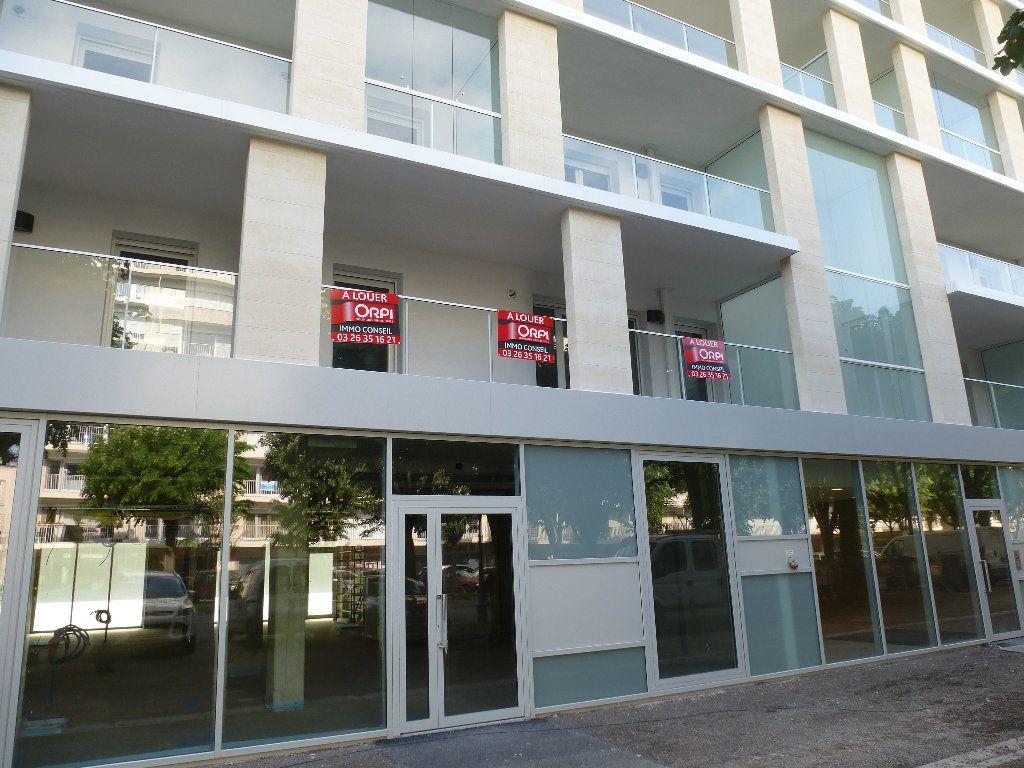 Appartement à louer 2 50.3m2 à Reims vignette-2