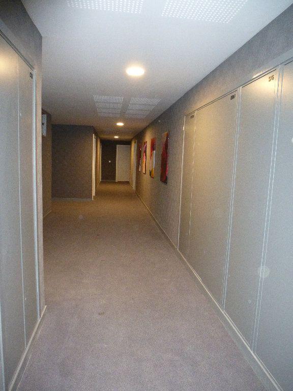 Appartement à louer 2 50.3m2 à Reims vignette-4