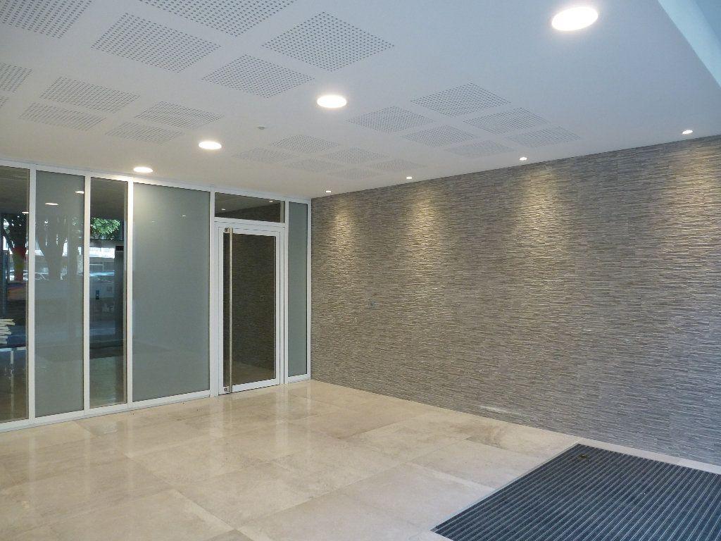 Appartement à louer 2 50.3m2 à Reims vignette-5