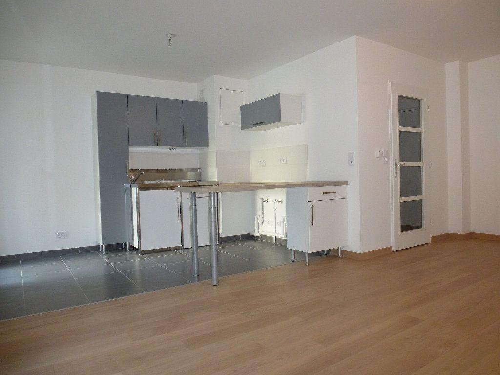 Appartement à louer 2 50.3m2 à Reims vignette-11