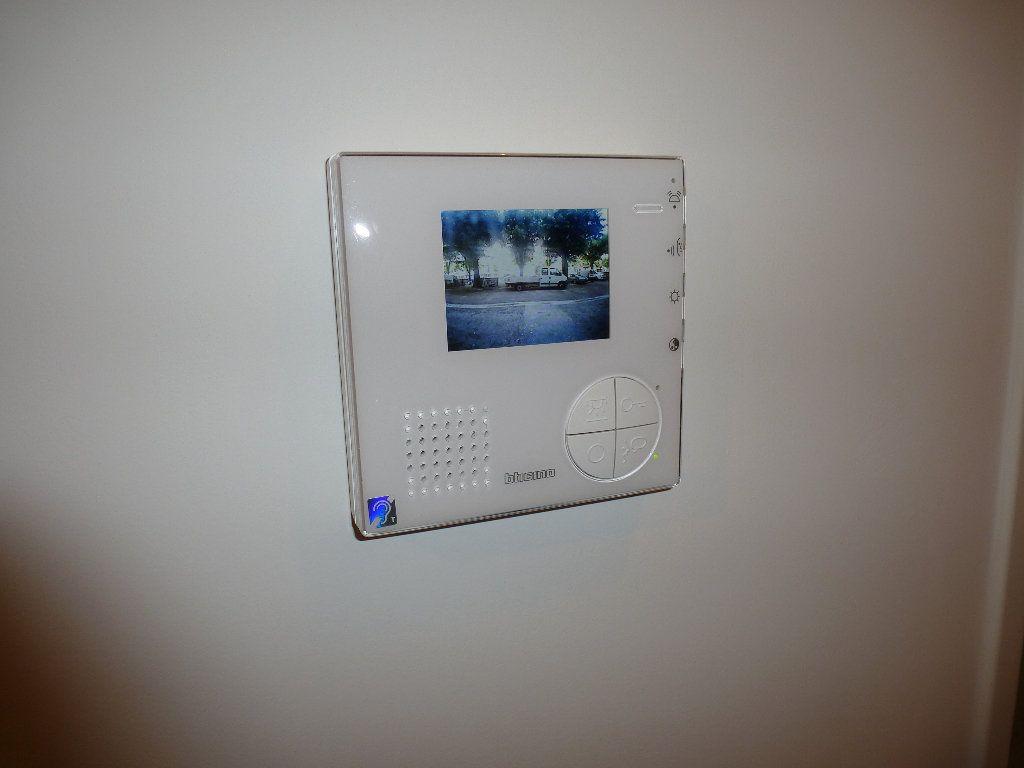 Appartement à louer 2 50.3m2 à Reims vignette-12