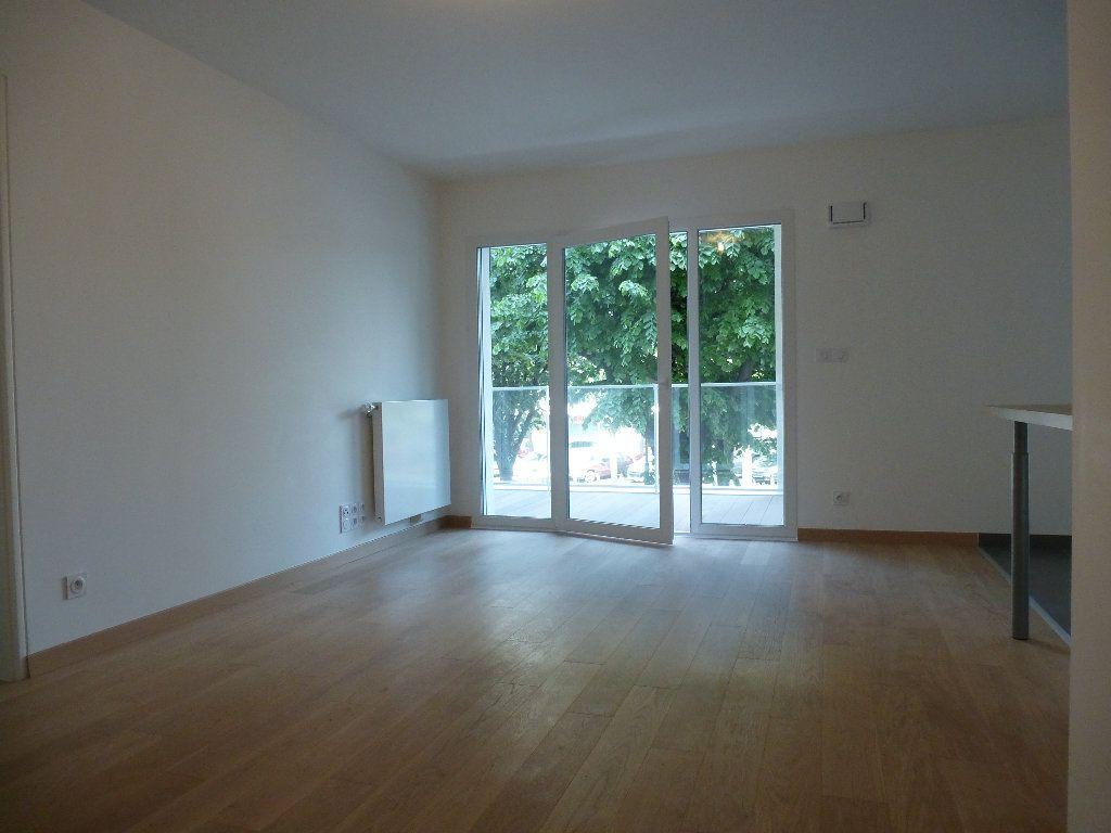 Appartement à louer 2 50.3m2 à Reims vignette-15