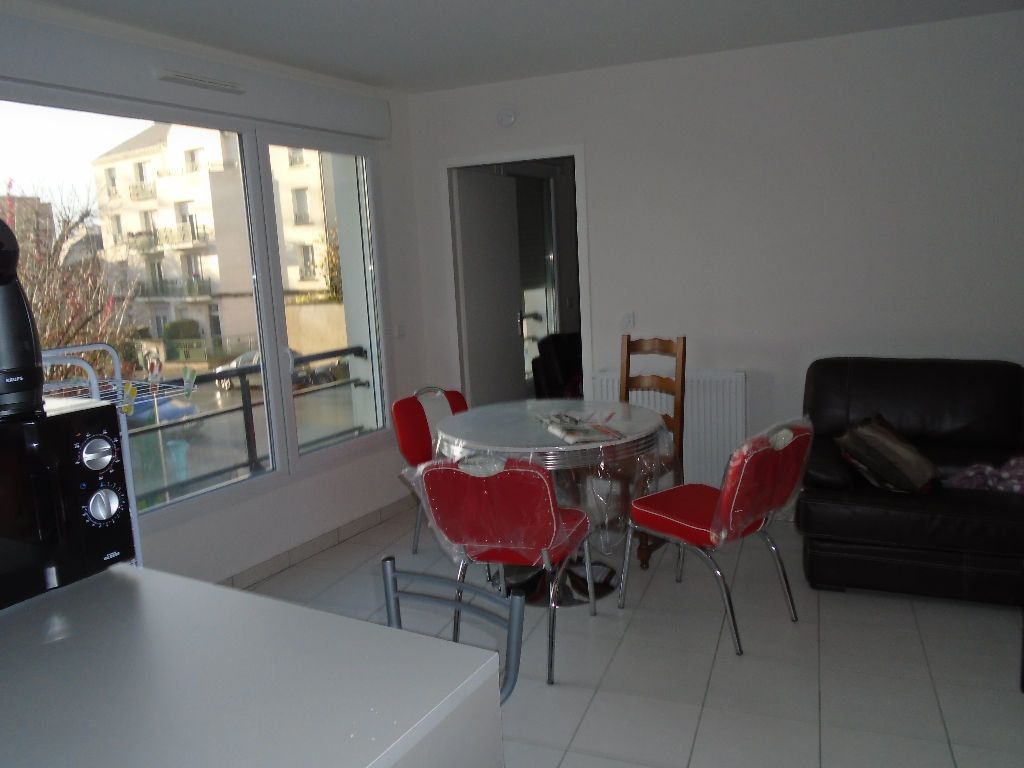 Appartement à louer 2 51.8m2 à Reims vignette-1