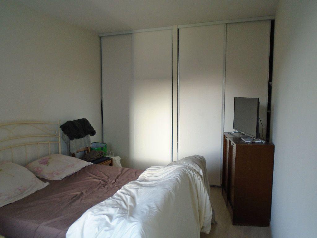 Appartement à louer 2 51.8m2 à Reims vignette-3