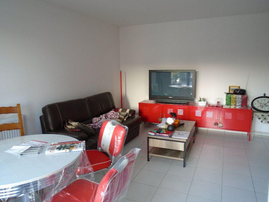Appartement à louer 2 51.8m2 à Reims vignette-6