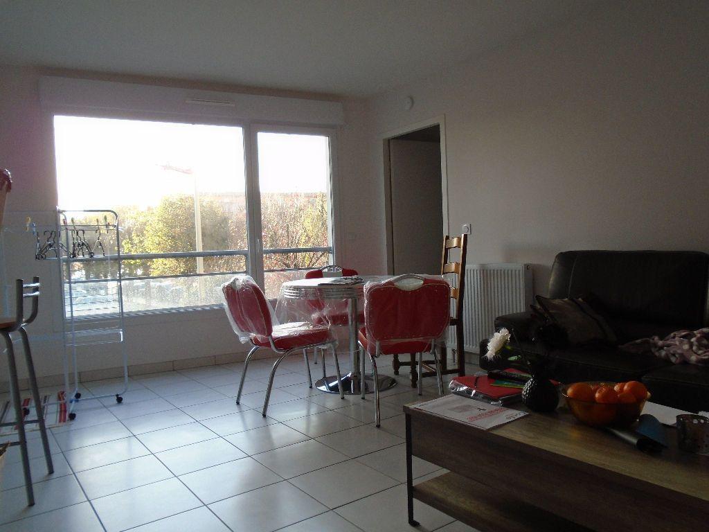 Appartement à louer 2 51.8m2 à Reims vignette-8