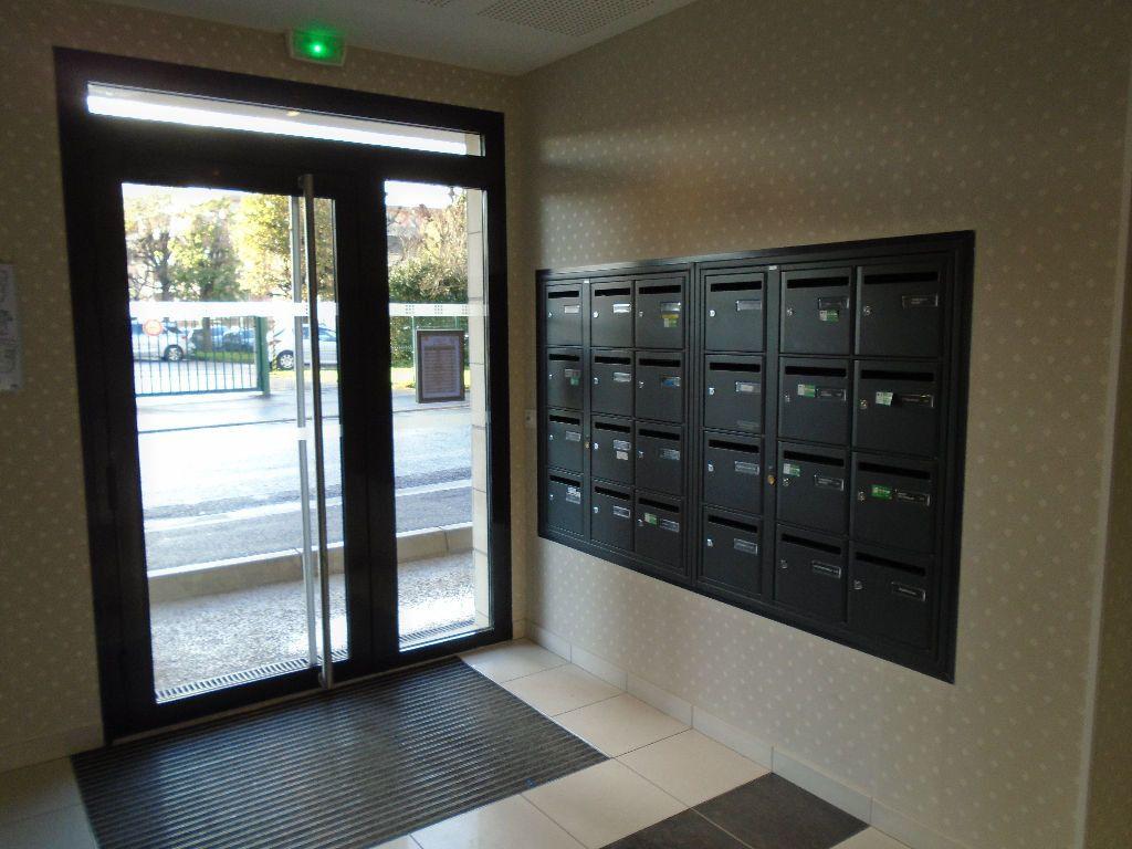 Appartement à louer 2 51.8m2 à Reims vignette-10