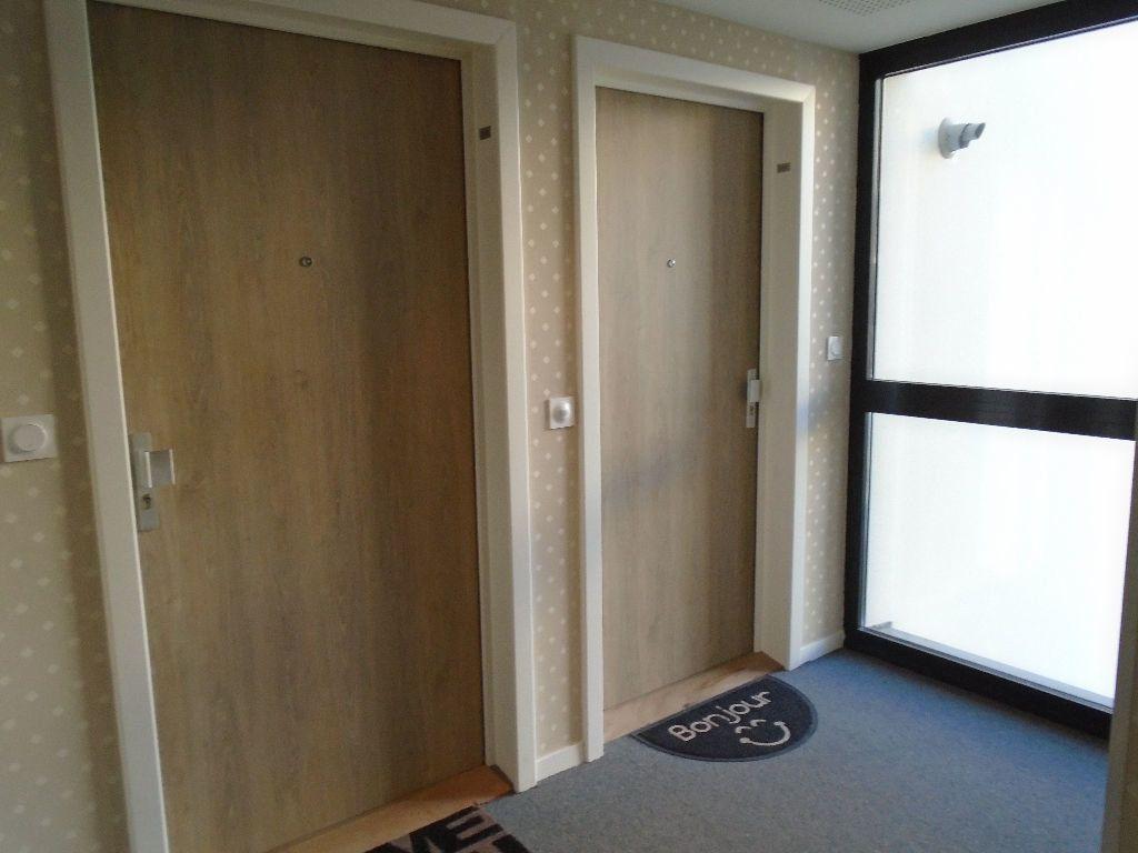 Appartement à louer 2 51.8m2 à Reims vignette-11