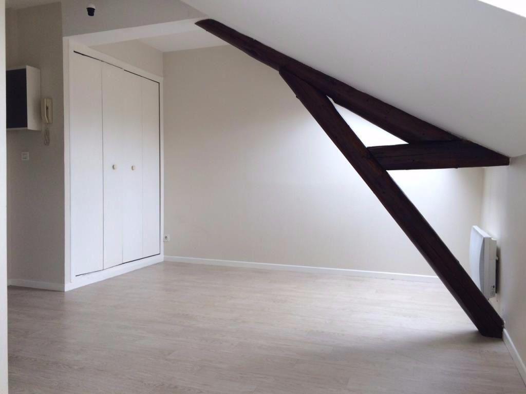 Appartement à louer 1 16m2 à Reims vignette-2