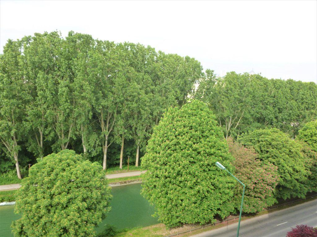 Appartement à louer 2 41.91m2 à Reims vignette-1