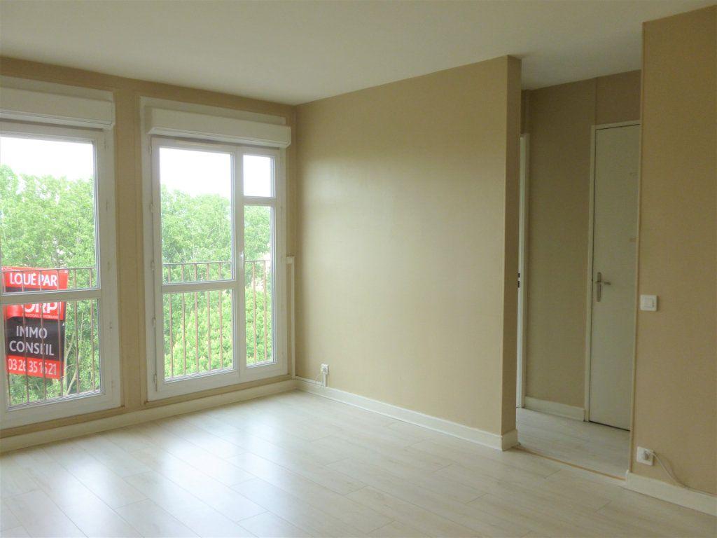 Appartement à louer 2 41.91m2 à Reims vignette-2