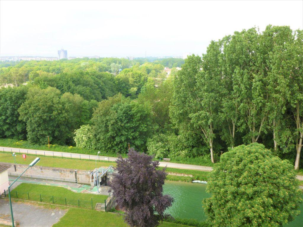 Appartement à louer 2 41.91m2 à Reims vignette-4