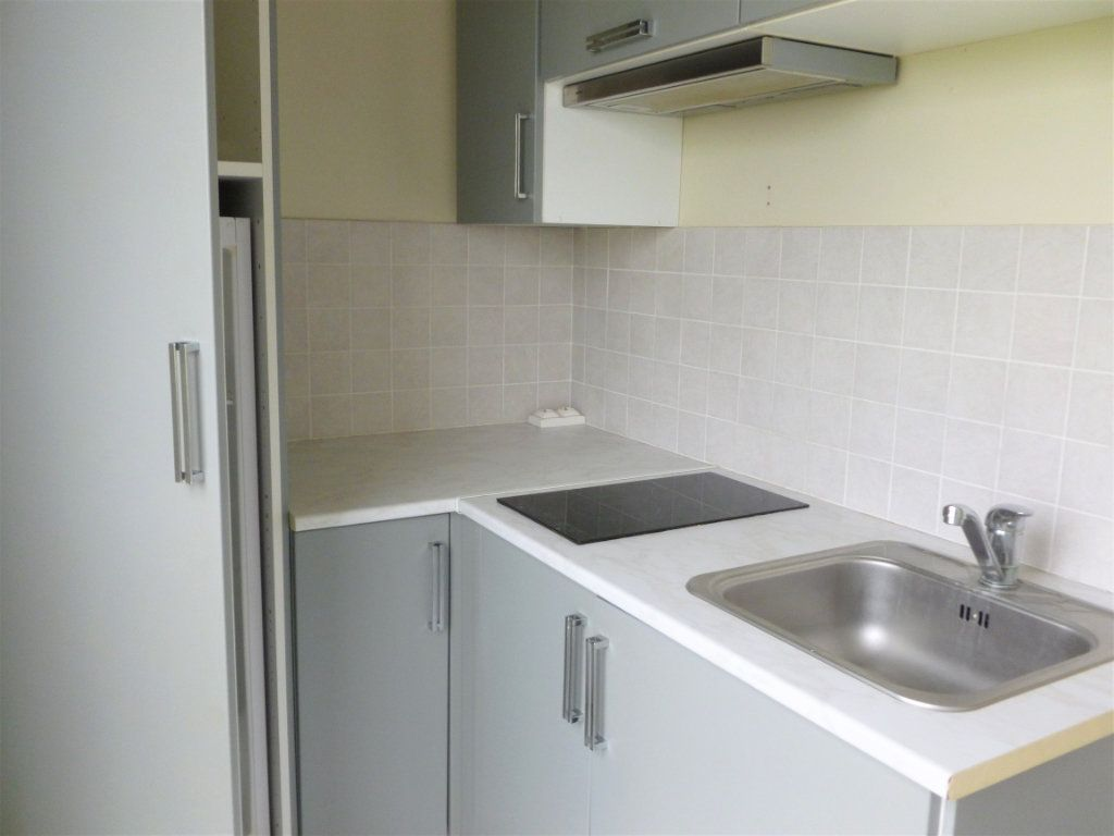 Appartement à louer 2 41.91m2 à Reims vignette-5