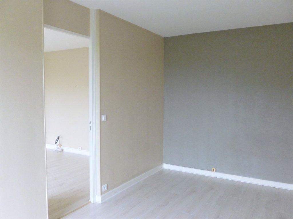 Appartement à louer 2 41.91m2 à Reims vignette-6