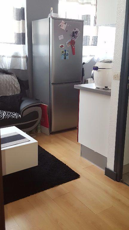 Appartement à louer 2 27.5m2 à Reims vignette-10