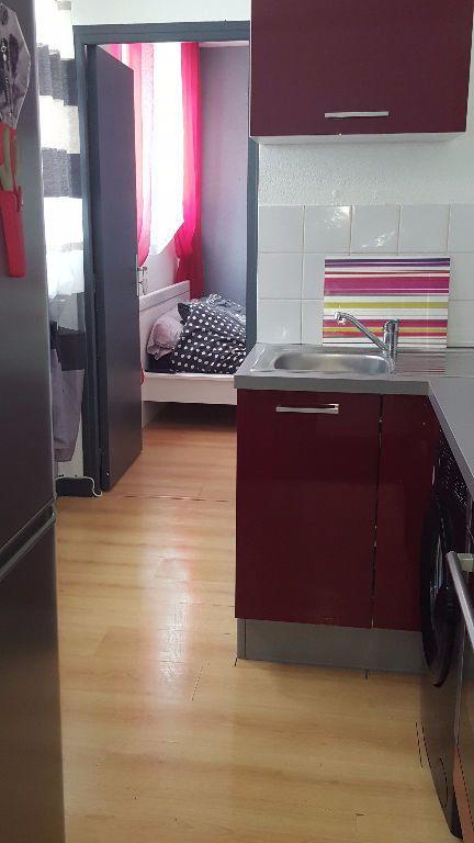 Appartement à louer 2 27.5m2 à Reims vignette-13