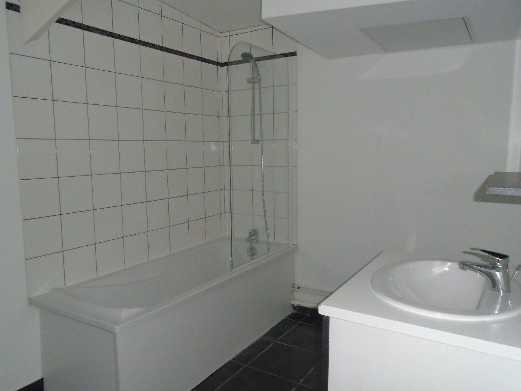 Appartement à louer 3 54m2 à Reims vignette-2