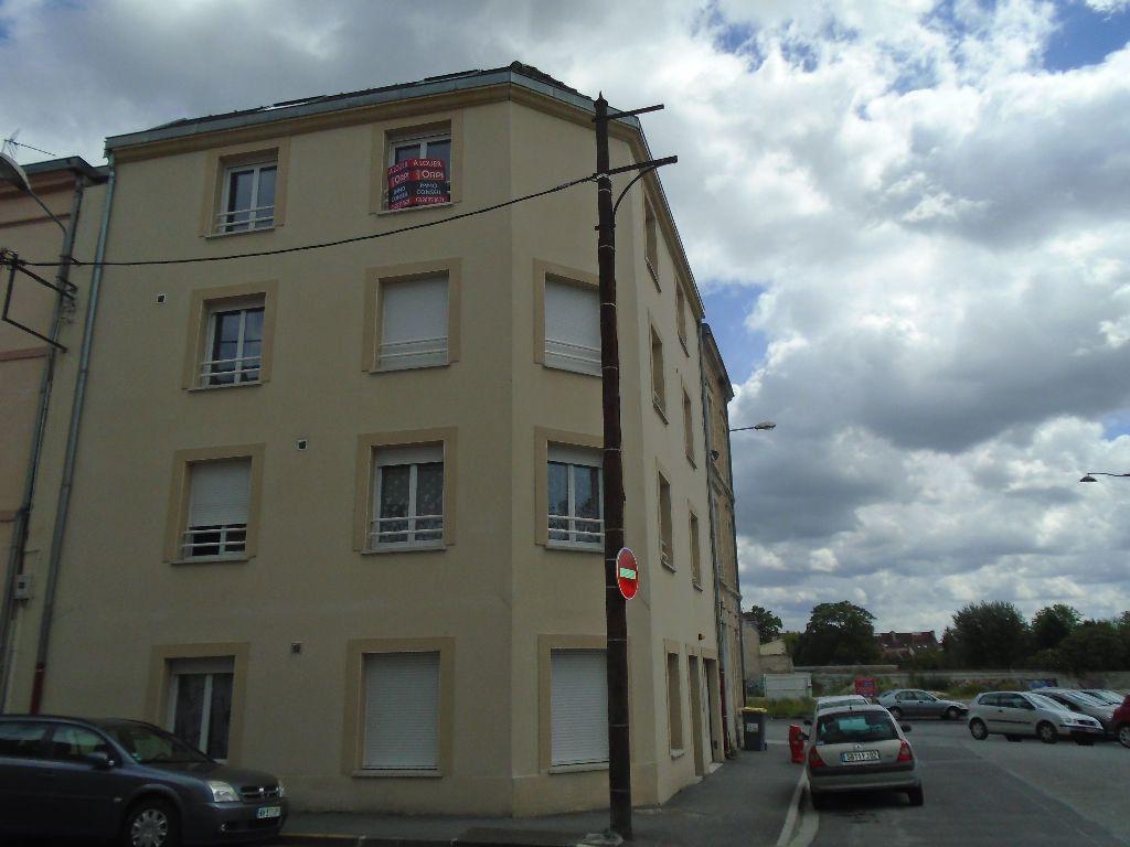 Appartement à louer 3 54m2 à Reims vignette-3