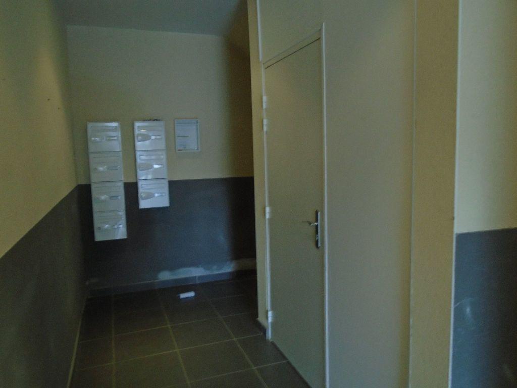 Appartement à louer 3 54m2 à Reims vignette-4