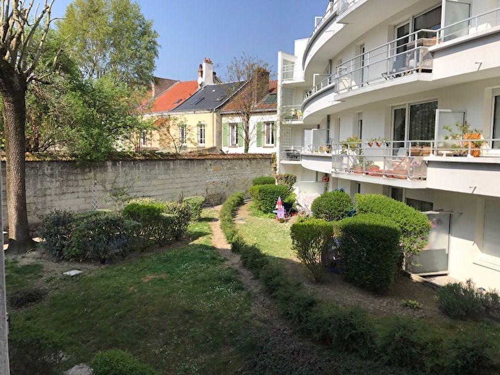 Appartement à louer 1 27m2 à Reims vignette-2