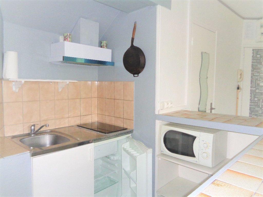 Appartement à louer 1 24.16m2 à Reims vignette-2