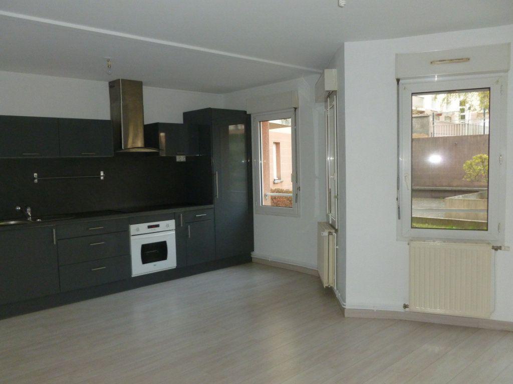 Appartement à louer 3 58m2 à Reims vignette-1