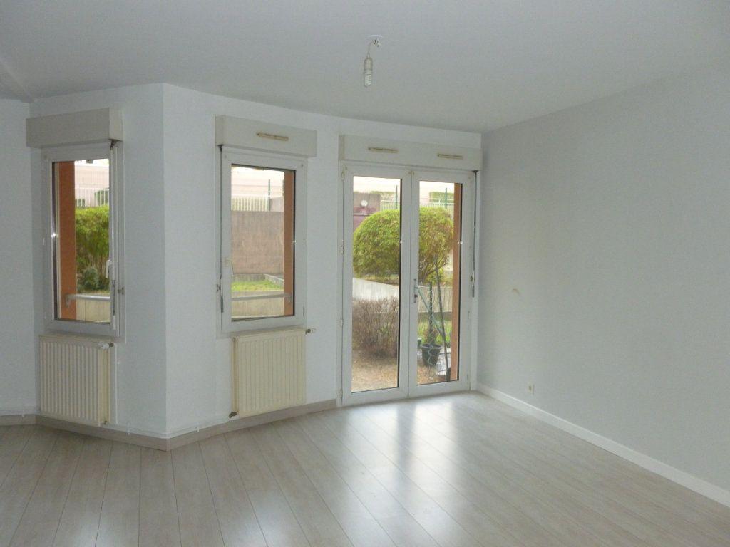 Appartement à louer 3 58m2 à Reims vignette-2
