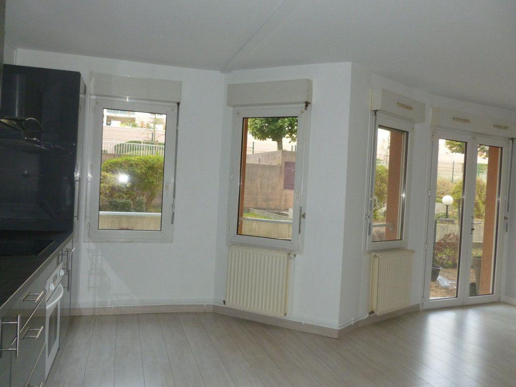 Appartement à louer 3 58m2 à Reims vignette-7