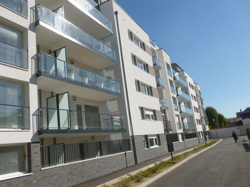 Appartement à louer 3 68.6m2 à Reims vignette-2