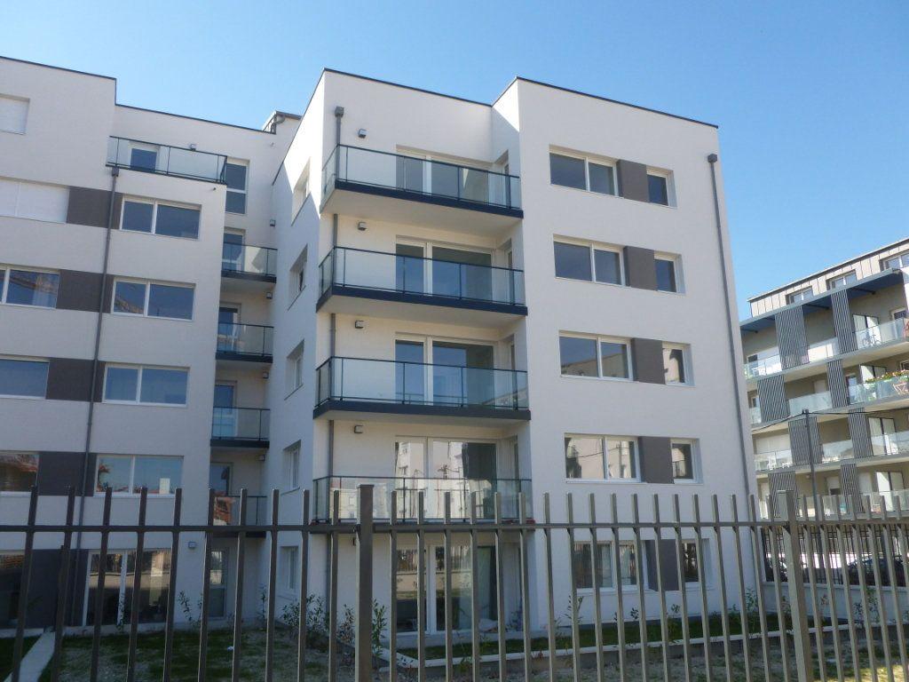 Appartement à louer 3 68.6m2 à Reims vignette-3