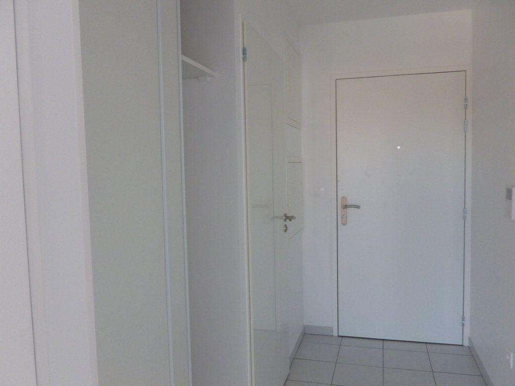 Appartement à louer 3 68.6m2 à Reims vignette-4
