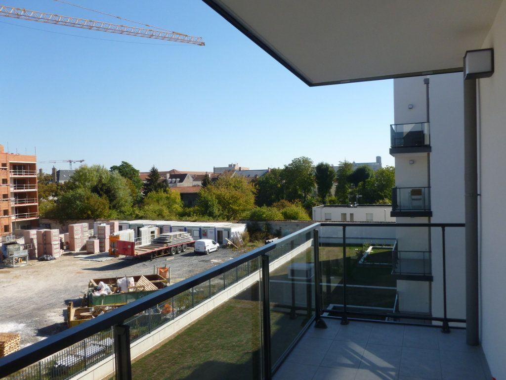 Appartement à louer 3 68.6m2 à Reims vignette-6
