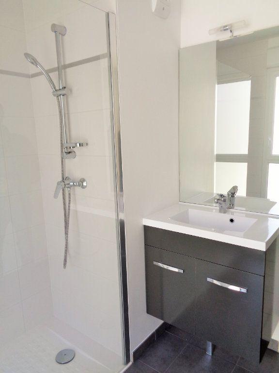 Appartement à louer 3 68.6m2 à Reims vignette-10