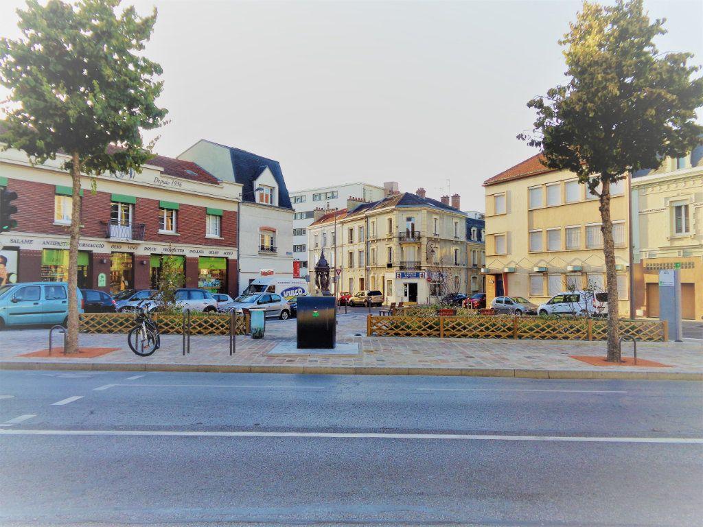 Appartement à louer 1 25m2 à Reims vignette-3