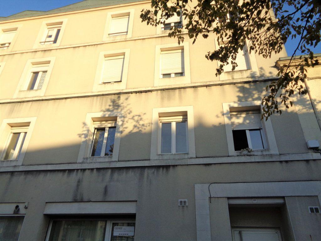 Appartement à louer 1 25m2 à Reims vignette-6