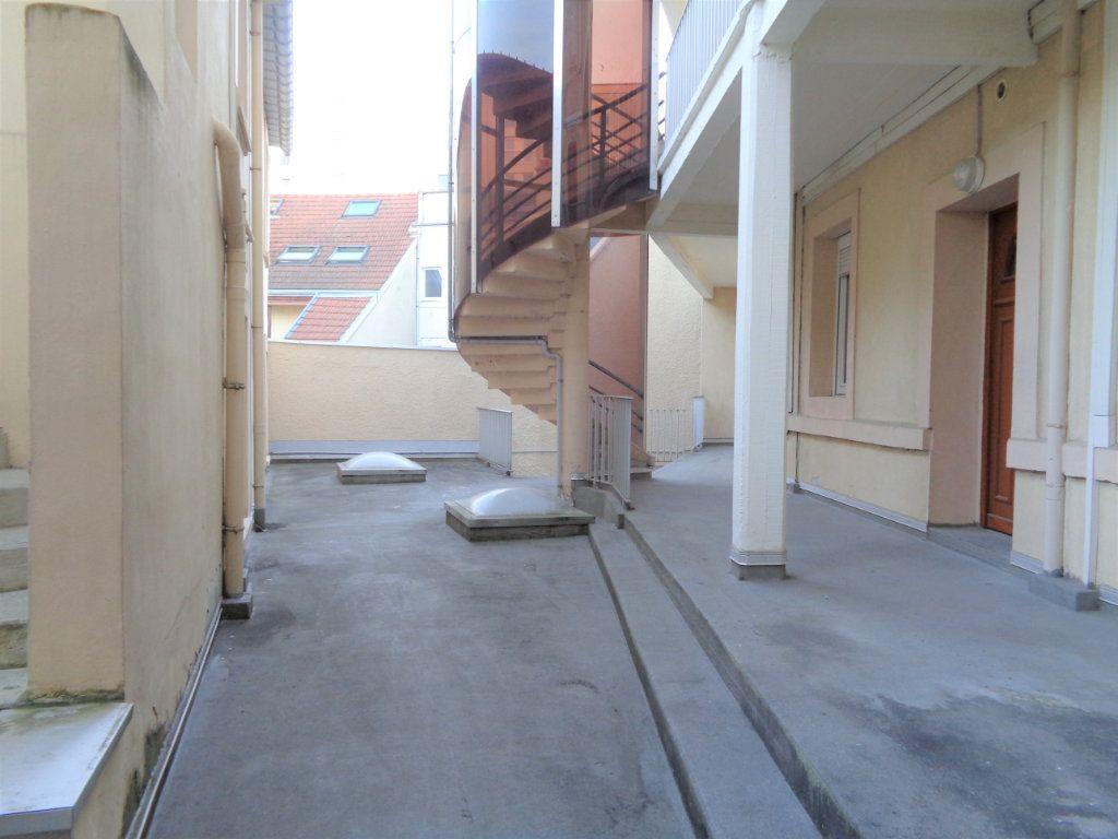 Appartement à louer 1 25m2 à Reims vignette-8
