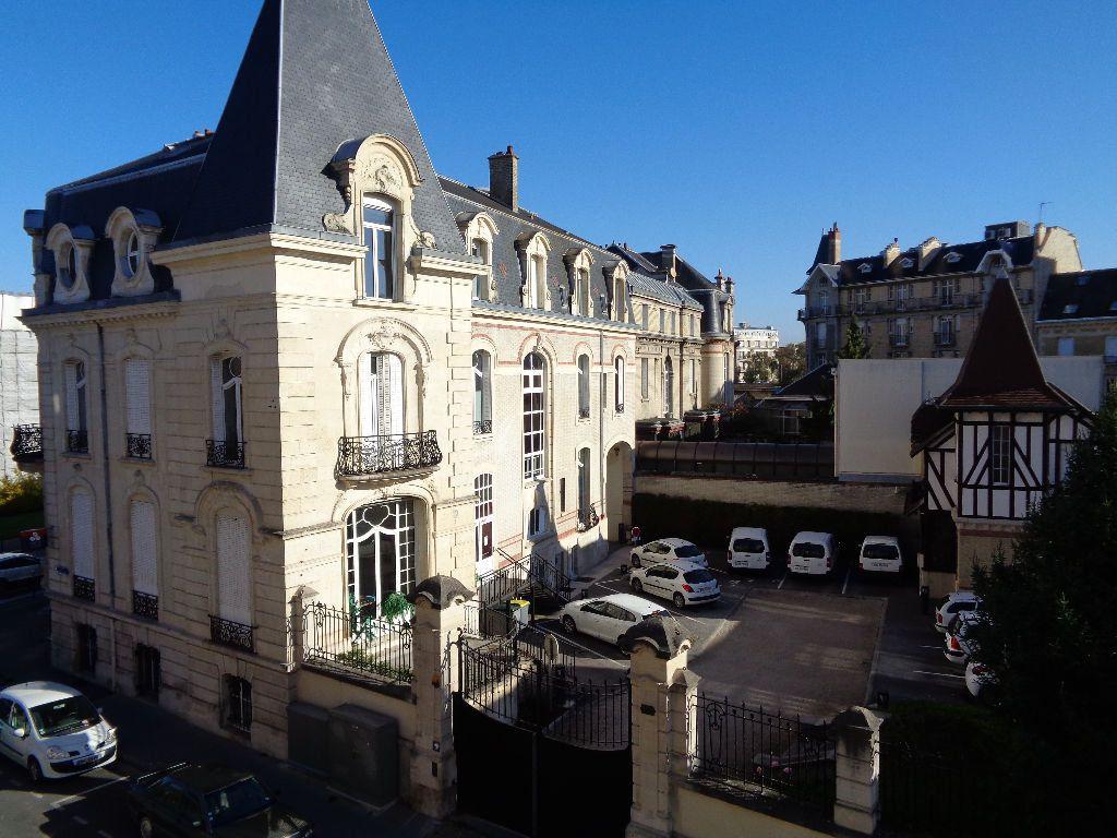Appartement à louer 3 68m2 à Reims vignette-1