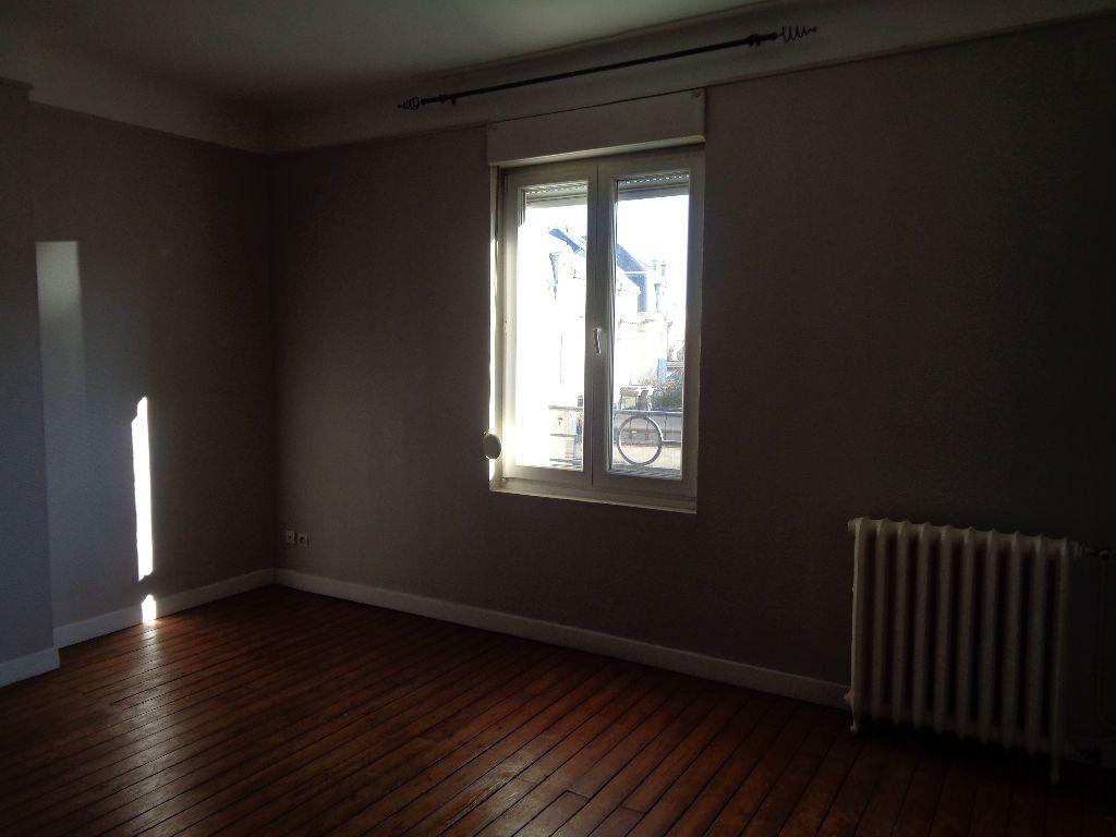 Appartement à louer 3 68m2 à Reims vignette-9