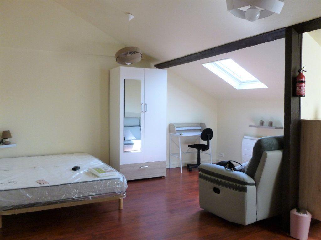 Appartement à louer 1 23m2 à Reims vignette-1
