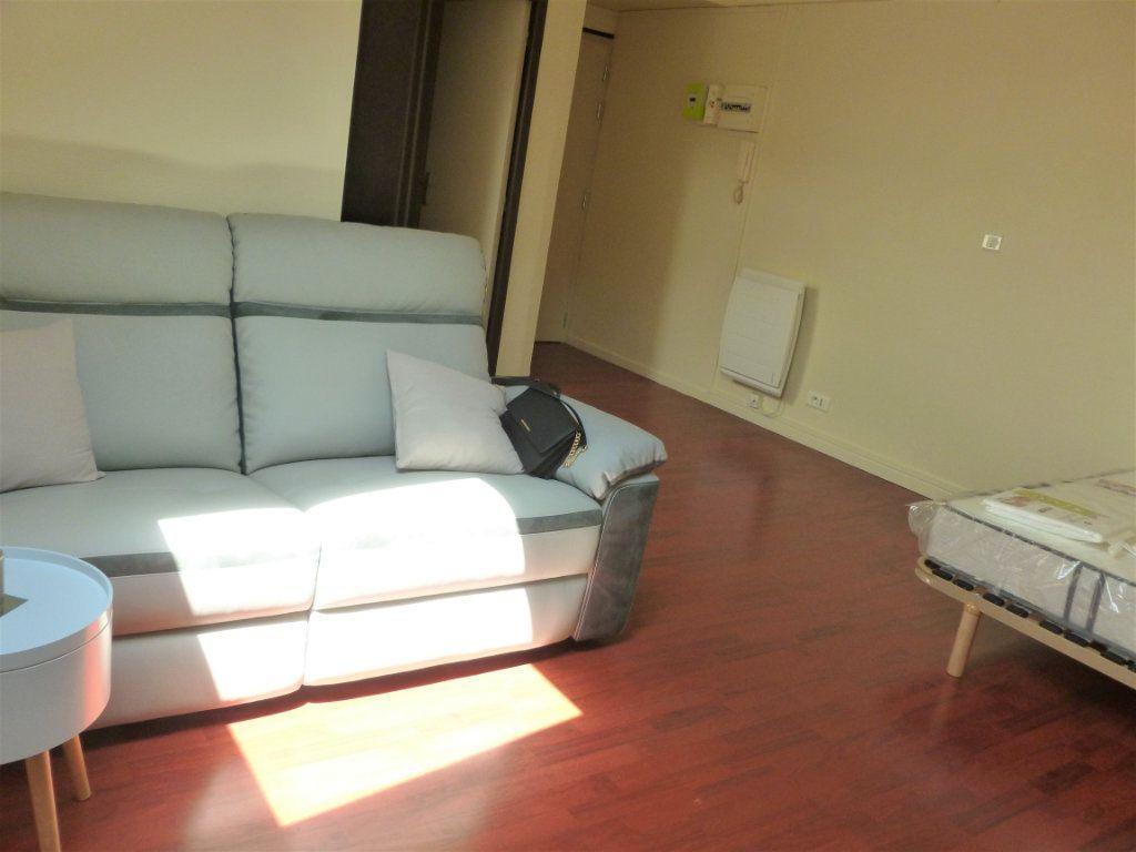 Appartement à louer 1 23m2 à Reims vignette-3