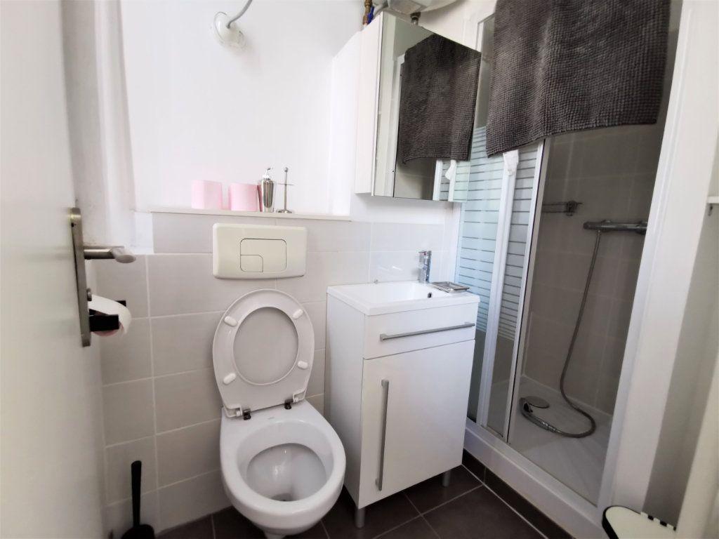 Appartement à louer 1 16m2 à Reims vignette-6