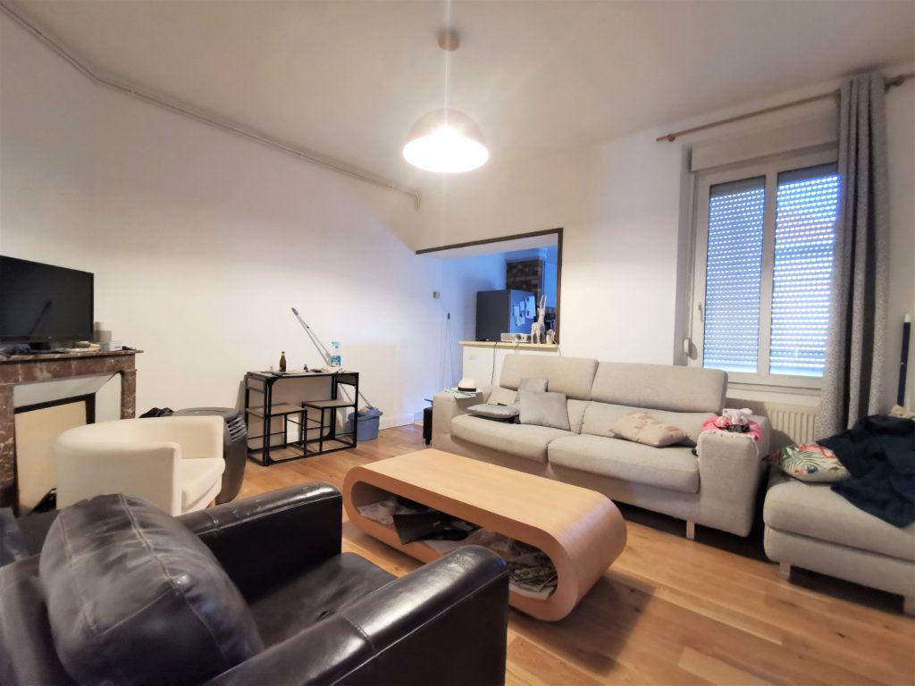 Appartement à louer 3 62.75m2 à Reims vignette-1