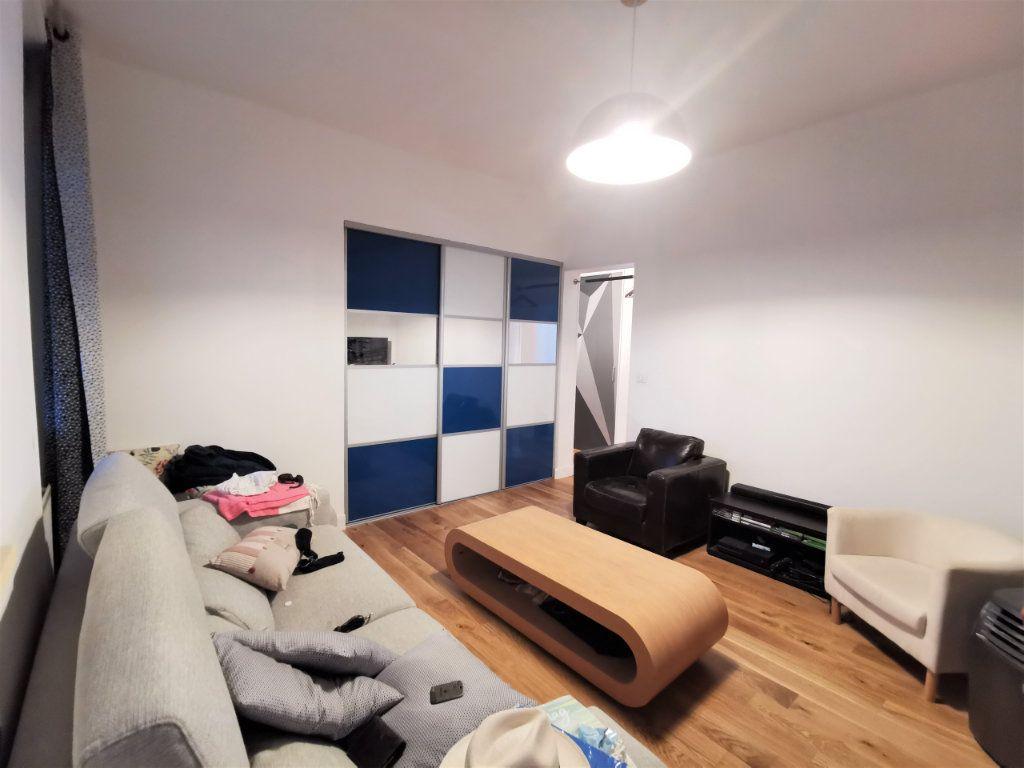 Appartement à louer 3 62.75m2 à Reims vignette-6