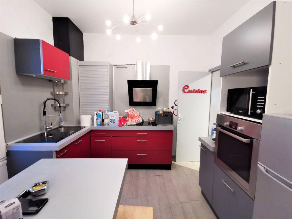 Appartement à louer 3 65.57m2 à Reims vignette-5