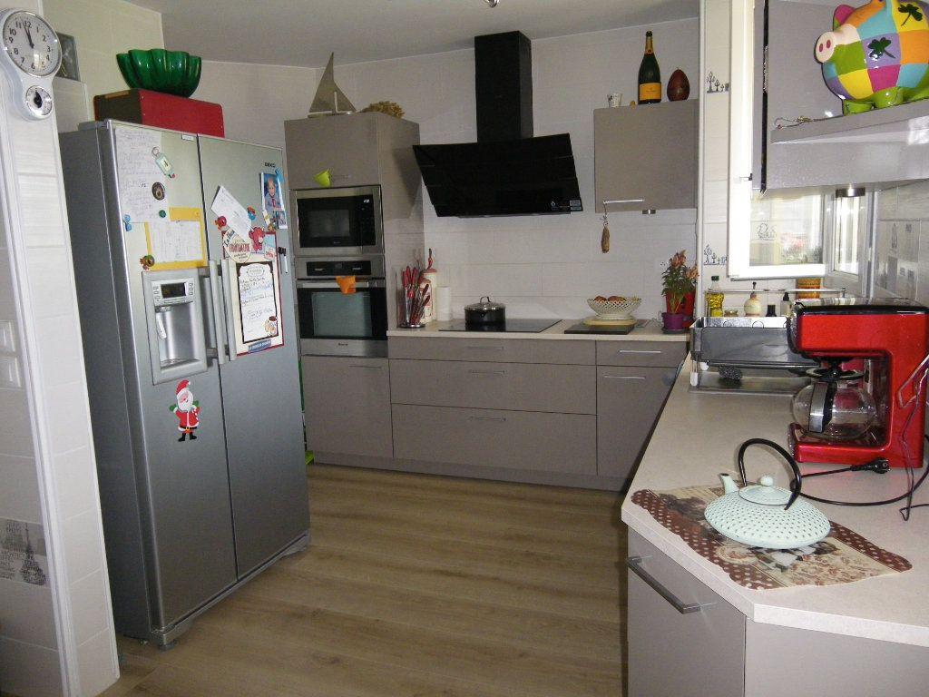 Appartement à vendre 4 91.92m2 à Reims vignette-5