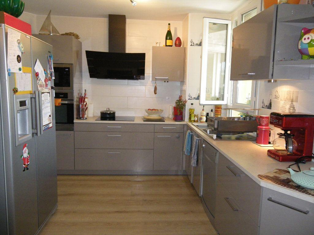 Appartement à vendre 4 91.92m2 à Reims vignette-6