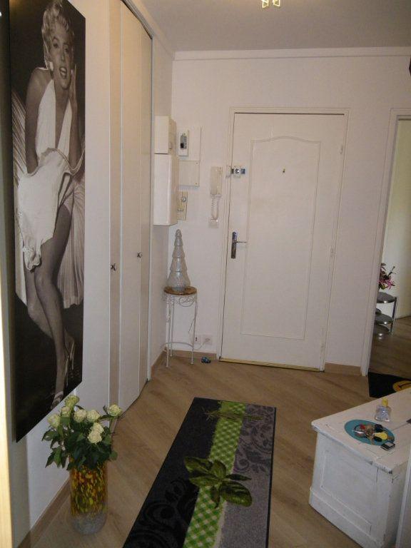 Appartement à vendre 4 91.92m2 à Reims vignette-7