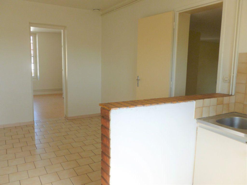 Appartement à louer 2 51m2 à Reims vignette-1